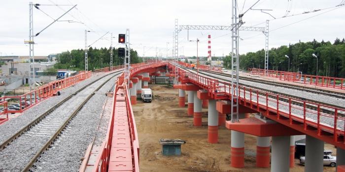 谢列梅捷夫斯卡娅始发站到谢列梅捷沃-2站铁路建设项目,用于运送航空旅客。从施工场地拆移工程管道网。
